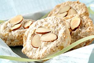 Biscuits sandwichs à la meringue garnis de crème au gingembre