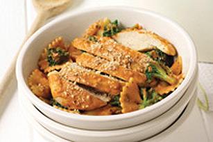 Boucles en sauce crémeuse au poulet et au brocoli