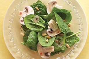 Salade d'épinards avec vinaigrette crémeuse à l'érable