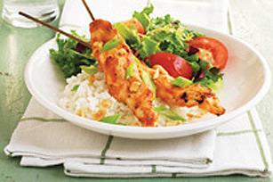 Brochettes de poulet avec sauce aux arachides