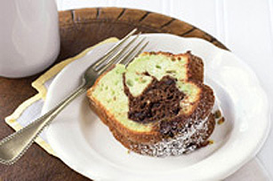 Pistachio-Chocolate Tunnel Cake