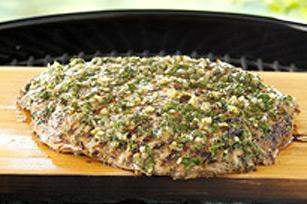 Bifteck mariné grillé sur planche de cèdre Image 1