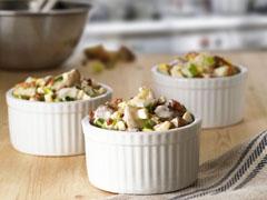 Salade de pommes de terre au bacon, aux œufs et au fromage bleu