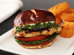 Sandwichs au poulet grillé à la sauce chimichurri