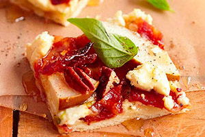 sweet-bacon-pear-pizza-148501 Image 1