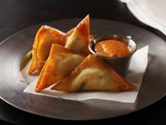 Triangles de jalapeños marinés en pâte won-ton