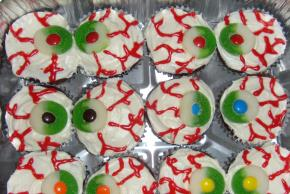 """Eyeball"" Cupcakes Image 2"