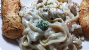 Fettuccine Alfredo with Chicken Image 2