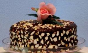 Best-Ever Chocolate Fudge Layer Cake Image 3