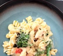 Creamy Chicken with Broccoli & Red Pepper Pasta Image 2