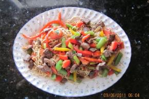 beef-noodles-fresh-vegetables-75255 Image 2