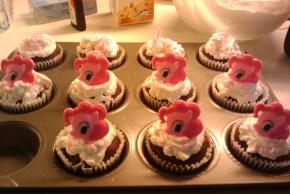 BAKER'S Bunny Chocolate Cupcakes Image 2