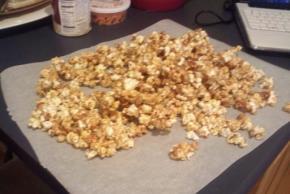 Easy Caramel Popcorn Image 2
